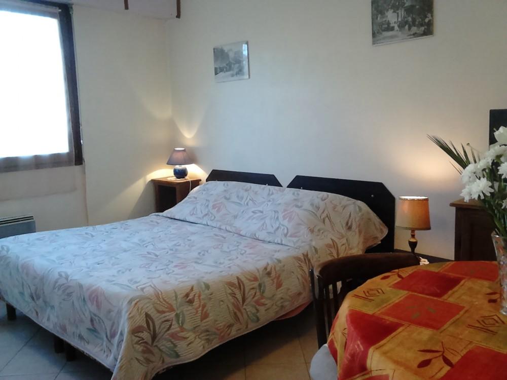 Ch teau durieux ii studio of aix meubl s for Disposition des meubles dans une chambre