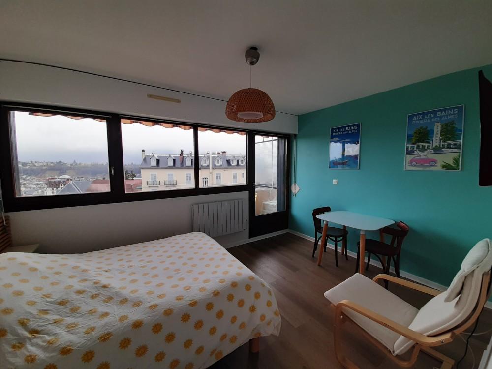 vue d'ensemble chambre balcon
